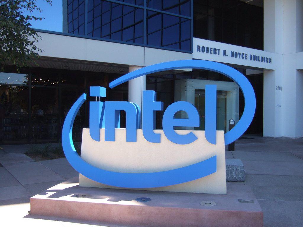Cuál es la diferencia entre Intel y AMD como Empresas